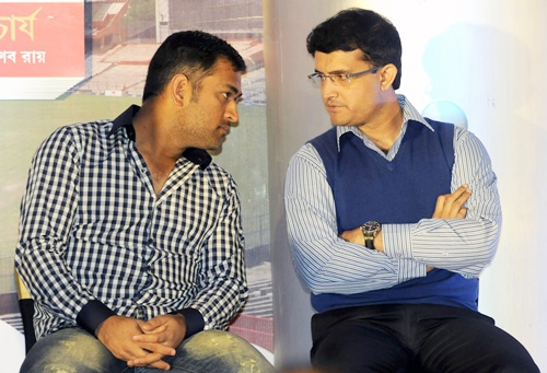 Saurav Ganguly talks with Mahendra Singh Dhoni