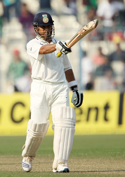 Tendulkar acknowledges the applause after getting to fifty
