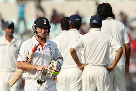 Ian Bell walks back to the pavillion after being dismissed by Ishant Sharma