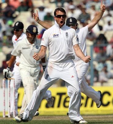 Graeme Swann celebrates a dismissal