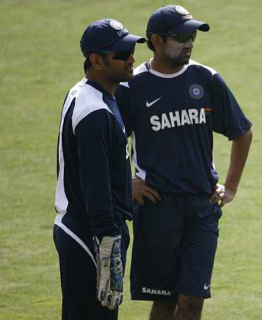 Dhoni miffed with Gambhir's current approach