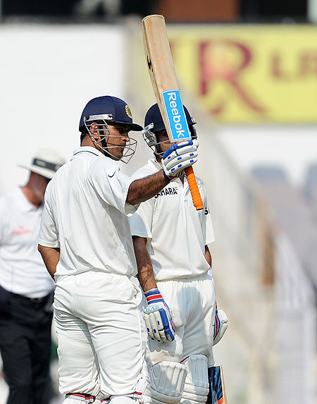 MS Dhoni celebrates on completing his half century