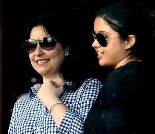 Sachin Tendulkar's wife Anjali (left) with R Ashwin's wife Preeti