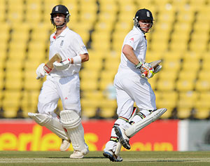Jonathan Trott (left) and Ian Bell during their partnership