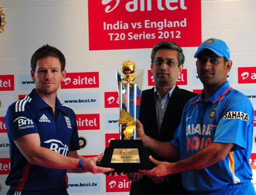 England captain Eoin Morgan (left) with India captain Mahendra Singh Dhoni