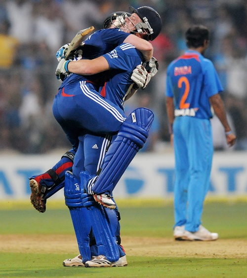 PHOTOS: England win last-ball thriller to level T20 series