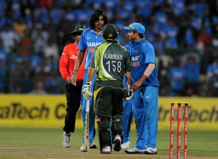 India's Ishant Sharma argues with Pakistan's Kamran Akmal