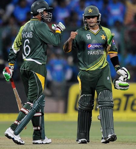 Hafeez, Malik stars in Pakistan's victory