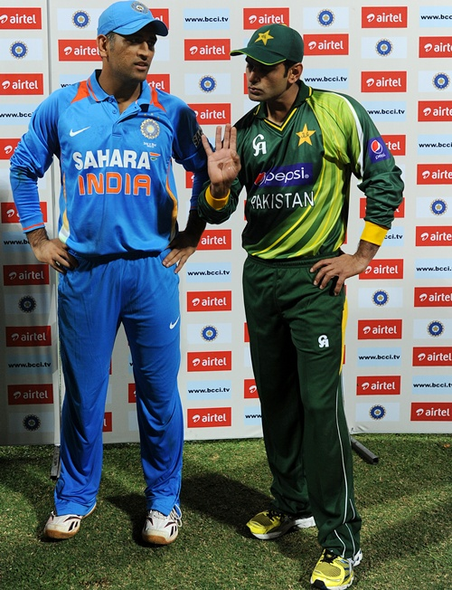 MS Dhoni captain of India and Mohammad Hafeez captain of Pakistan
