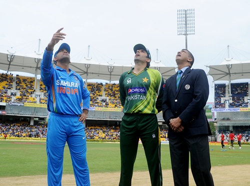 MS Dhoni captain of India and Misbah-ul-haq captain of Pakistan during the toss