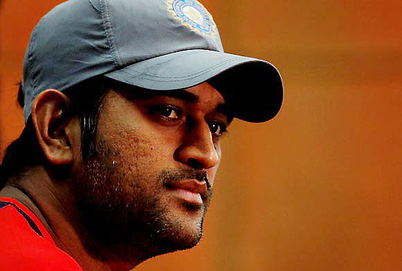 Dhoni blames T20 defeat on rain