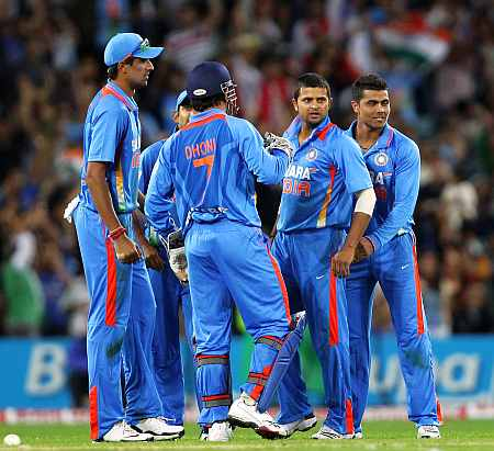 India Team celebrates after picking up a wicket