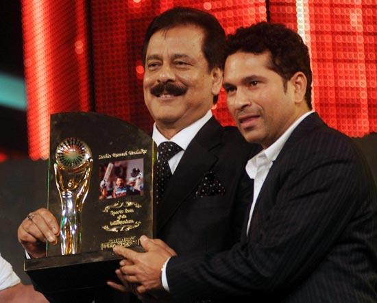 Subrato Roy with Sachin Tendulkar
