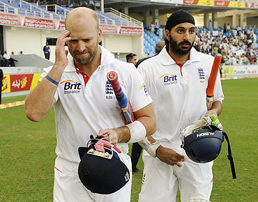 England's Matt Prior and Monty Panesar (right) leave the field after Pakistan won the third cricket Test on Monday