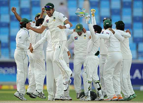 What is the record for most wickets falling on a single day in Tests?