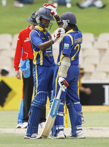 Dinesh Chandimal (L) is congratulated by captain Mahela Jayawardene (R) on his 50