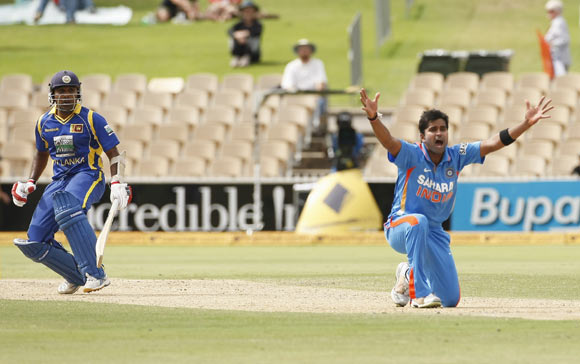 Vinay Kumar (R) makes a successful appeal for LBW against Mahela Jayawardene (L)