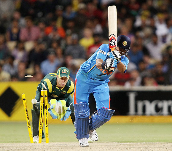 Dhoni backs Raina to stick to No. 6