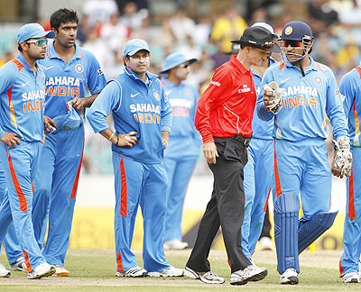 India's captain MS Dhoni (right) remonstrates to umpire Billy Bowden after Australia's David Hussey fended off a return with his hand during their one-day international on Sunday