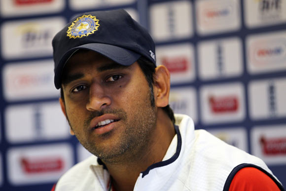 Lot rests on in-form Dhoni, Pathan