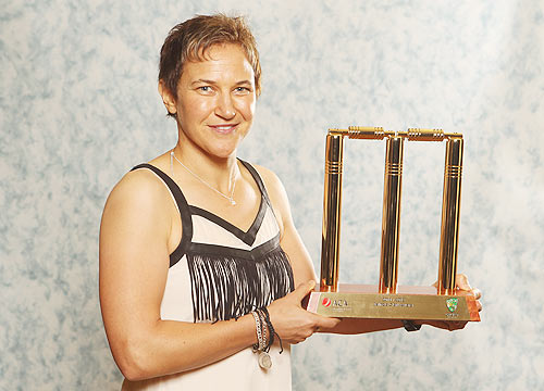Shelley Nitschke wins Belinda Clark Award