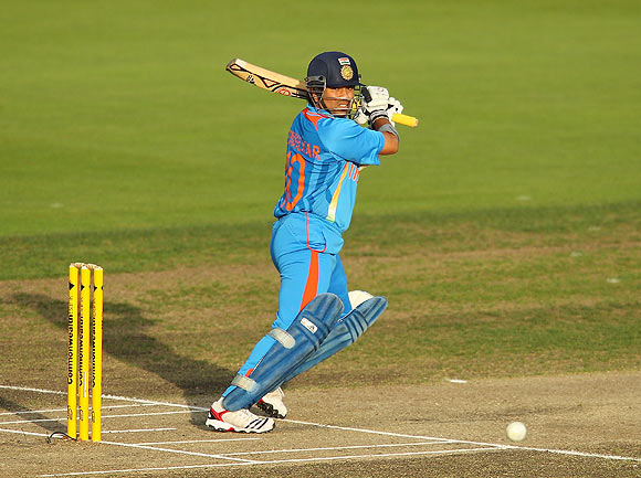 Sachin, Sehwag get off to great start