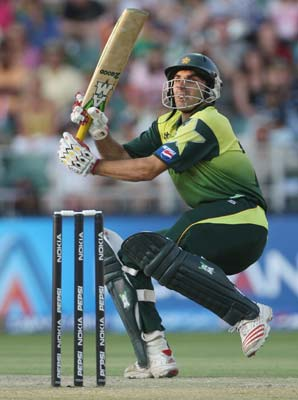 Misbah, de Villiers missed ton by a run