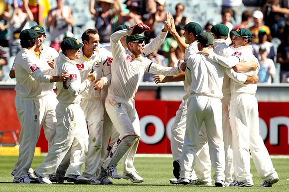 Dravid applauds the Australian bowlers