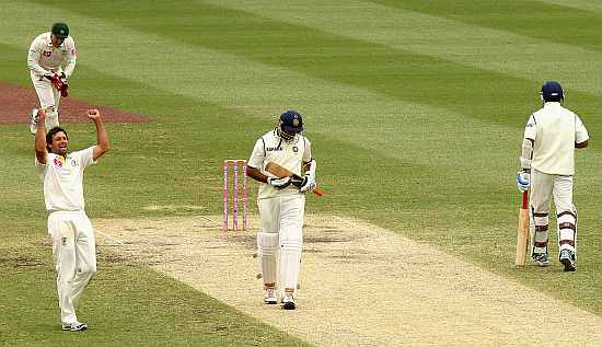 Ben Hilfenhaus celebrates after picking up the wicket of R Ashwin to win the second Test in Sydney