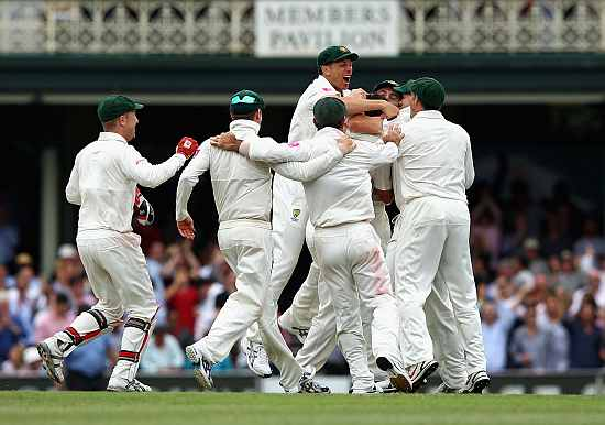 Australian players celebrate after winning the second Test in Sydney