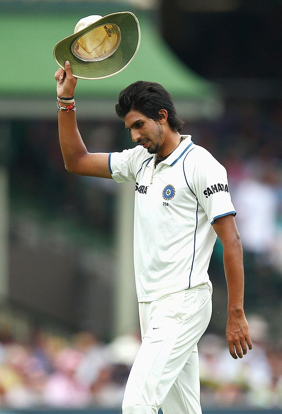 Now, Ishant shows finger to fans
