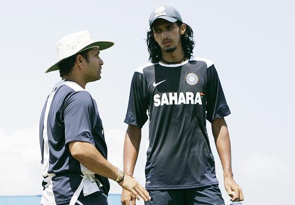Sachin Tendulkar speaks to Ishant Sharma