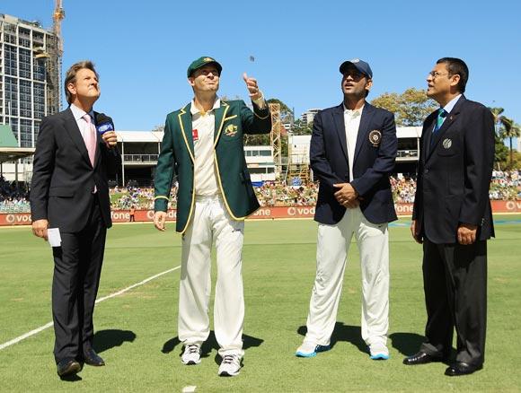 Australia elect to bowl