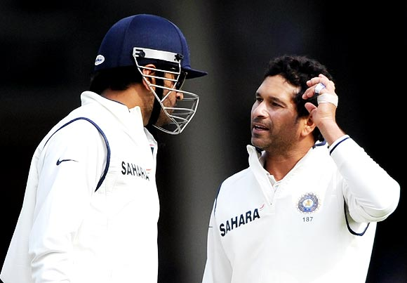 Mahendra Singh Dhoni (left) speaks to Sachin Tendulkar