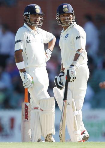 Gautam Gambhir (L) and Sachin Tendulkar (R) talk between overs