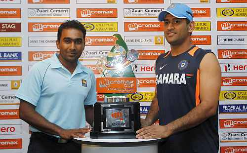 India's captain Dhoni and Sri Lanka's captain Jayawardene pose with the trophy during a news conference ahead of their ODI series