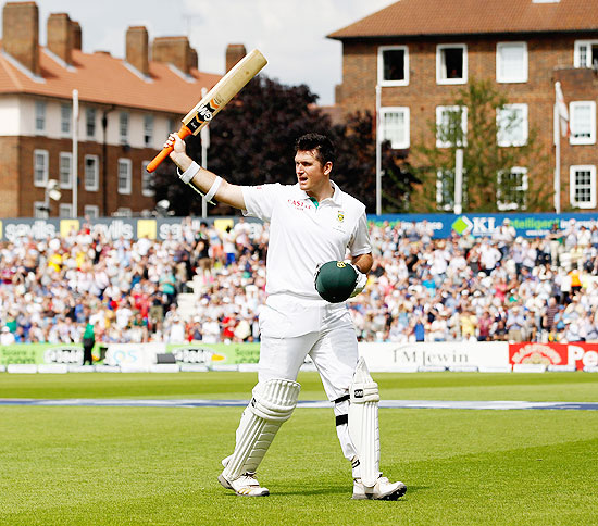Graeme Smith of South Africa acknowledges the crowd after his dismissal during day 3 of the 1st Investec Test Match between England and South Africa at The Ki