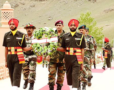 Dhoni's Kargil visit big morale booster for troops