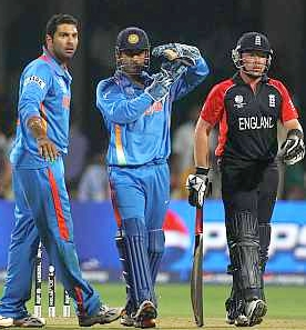 India skipper MS Dhoni asks for a review