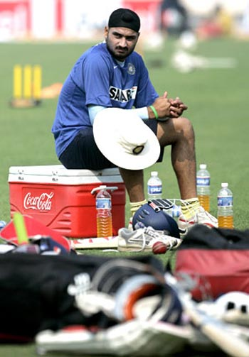 Harbhajan eyes comeback at the earliest