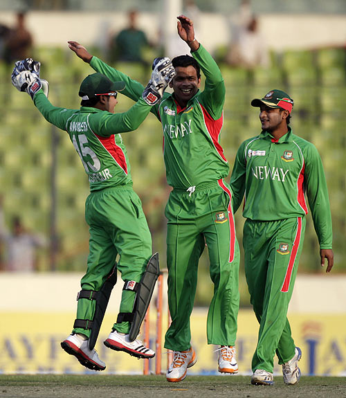 Bangladesh captain Mushfiqur Rahim (left) celebrates with Abdur Razzak