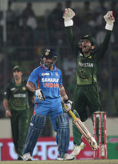 Pakistan players appeal unsuccessfully for Sachin Tendulkar's wicket