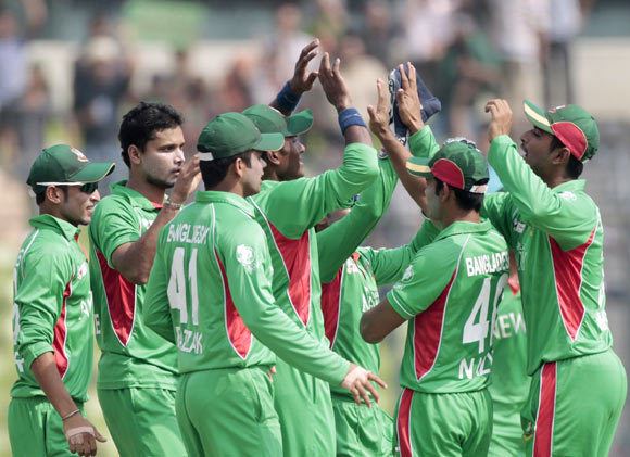 Bangladesh's fielders celebrate after teammate Mashrafe Mortaza (2nd L) dismissed Pakistan's Nasir Jamshed