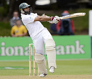 Hashim Amla plays a shot on Day 1 of the 3rd Test vs New Zealand