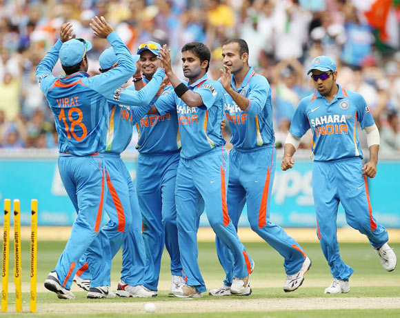 Vinay Kumar of India celebrates with team mates