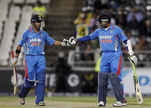 Gautam Gambhir congratulates teammate Robin Uthappa