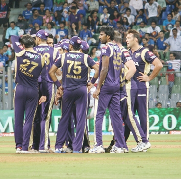 KKR players celebrate a dismissal