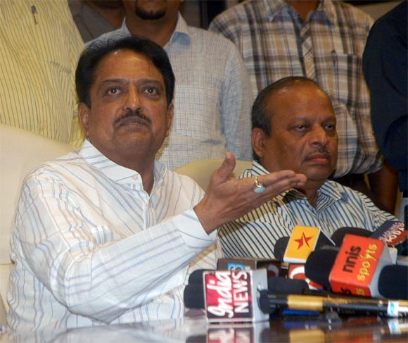MCA president Vilasrao Deshmukh (left) with treasurer Ravi Savant