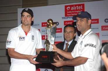 Anant Arora, CEO Bharti Airtel, Gujarat, and India and England captains M S Dhoni and Alastair Cook unveil the trophy for the Airtel India-England Test series