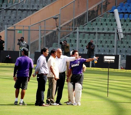 Sachin Tendulkar (right)